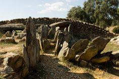 Conjunto megalítico de El Pozuelo; Zalamea la Real (Huelva) Necrópolis con dólmenes. III milenio a.C.