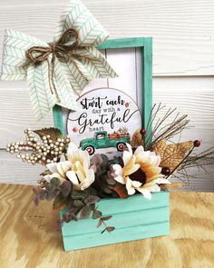 Dollar Tree Decor, Dollar Tree Store, Dollar Tree Crafts, Frame Crafts, Decor Crafts, Crafts To Make, Diy Crafts, Country Crafts, Do It Yourself Home