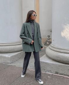 - Source by gizemshahinler - Bild Outfits, Mode Outfits, Fashion Outfits, Blazer Outfits Casual, Cute Casual Outfits, Looks Street Style, Looks Style, Look Fashion, Winter Fashion