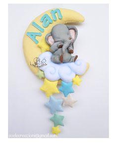 Fiocco nascita realizzato su commissione per il piccolo Alan.  #fiocchipersonalizzati #fiocchinascita #fiocconascitapersonalizzato #fiocconascita #fiocconascitaluminoso #maternità #maternita #nascita #dumbo #stelle #luna #luci #alan #teramo #abruzzo #fattoamano #fattoamanoinitalia