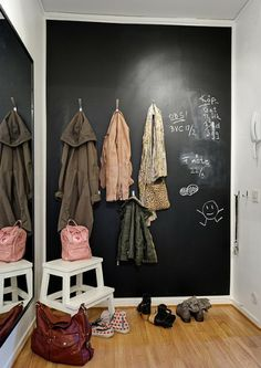 Tror jeg skal ha sådan en væg i mit alrum Blackboard Wall, Chalk Wall, Chalkboard Paint, Chalkboard Ideas, Interior Inspiration, Design Inspiration, Interior Ideas, Design Ideas, Cozy Apartment