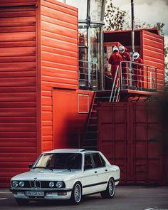 Owner:@nikolay_702 📸:@doriangrey929 #BMW #E28 #UltimateKlasse #CAtuned #bimmer #stance #ultimatedrivingmachine E28 Bmw, Bmw Alpina, E30, Vintage Bikes, Bmw Cars, Hot Wheels, Cars And Motorcycles, Car Stuff, Vehicles
