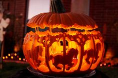Carousel Pumpkin (The top is held up by skewers, and when the wind blows through the pumpkin it gives the illusion of it moving.) ... this has to be one of my favorite designs of all time! Love it! ♥
