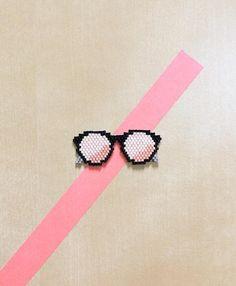 L'été arrive à grands pas ☀️ n'oubliez pas vos lunettes de soleil #miyuki #miyukibeads #miyukidelica #perlesmiyuki #diy #brickstitch #handmade #sunglasses #pink #glasses #reflet #mt #jenfiledesperlesetjassume #jenfiledesperlesetjaimeca #motifcharlottesouchet Charlotte Souchet © ✨