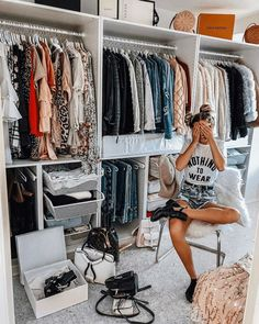 Trendy Home Decored On A Budget Living Room Thrift Store Shopping Dressing Room Closet, Dressing Room Design, Closet Bedroom, Master Closet, Thrift Store Shopping, Shopping Hacks, Thrift Stores, Ideas Armario, Small Space Storage