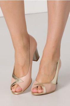Pantofi roz prafuit cu detalii aurii si varf decupat Peep Toe, Shoes, Fashion, Moda, Zapatos, Shoes Outlet, Fashion Styles, Shoe, Footwear