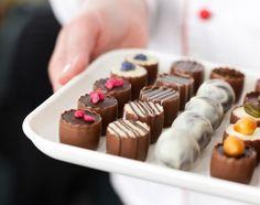 10 ταξίδια για όσους λατρεύουν τη σοκολάτα. Mini Cupcakes, Wine Recipes, Travel Inspiration, Food Porn, Desserts, Lovely Things, Places, Gourmet, Deserts