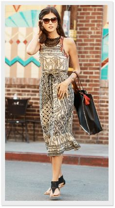 THE MAXI DRESS + A COLLAR NECKLACE + BLACK SANDALS + A BLACK TASSEL TOTE