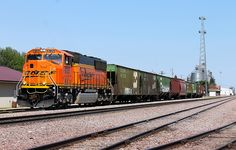 https://flic.kr/p/HqRb1Y | BNSF 9725 | L-TWI8881-21F is departing Breckenridge after interchanging with the Red River Valley & Western. They're bringing back 67 cars to Dilworth and was being lead by one of BNSF's SD70MACe's. I missed out on the first 2 rounds when these puppies came through, but finally got one. Man those things look cool.