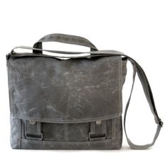 perfect messenger bag for ipads! Messenger no.4 - for iPads in gray waxed canvas from @Moop Shop