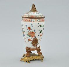 A Chinese Export Porcelain Samovar