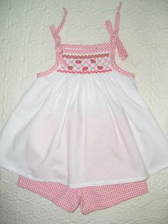 """Maja's Heirlooms """"Sophie"""" smocked with Maja Clayton's design from Sew Beautiful Made by Stephanie Morgan Little Girl Outfits, Kids Outfits, Smocking Patterns, Smocking Plates, Smocked Baby Clothes, Baby Birthday Dress, Pinafore Pattern, Short Niña, Baby Shawl"""