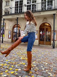 Everything you need to know on how to wear jeans like a French girl! Including brands they shop at, budget-friendly options, French girl jean outfits, and Parisian fashion tips! Source by mychicobsession outfits jeans France Outfits, Paris Outfits, Mode Outfits, Jean Outfits, Autumn Jeans Outfits, Parisian Style Fashion, French Fashion, Girl Fashion, Fashion Outfits