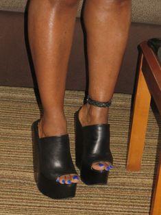 Shemale toes wearing wedge heels, Lordes Heels and Toes Mules Shoes, Heeled Mules, Shoes Heels, Black High Heels, Black Wedges, Feet Soles, Unique Shoes, Sexy Toes, Wedge Sandals