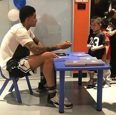 Nba Players, Basketball Players, Black Men Tattoos, Kyle Kuzma, Nba Fashion, Male Style, Outfit Grid, Great Team, Moda Masculina