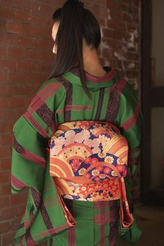 I love the way patterns and colours are put together in kimonos 着物