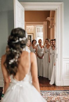 51 best bridesmaids photos you should make rustic wedding photography inspiration Wedding Picture Poses, Wedding Photography Poses, Wedding Poses, Wedding Photoshoot, Wedding Dresses, Bridal Party Poses, Bridesmaid Gowns, Wedding Bridesmaids, Photography Lessons