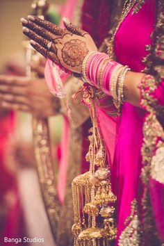 Beautiful capture of bridal mehndi and jewelry. http://www.maharaniweddings.com/gallery/photo/91602