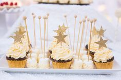 Twinkle Twinkle Little Star Baby Shower cupcakes and marshmallow pops