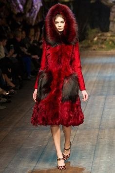 Red Riding Hood Dolce & Gabbana Herfst/Winter 2014-15 (6)  - Shows - Fashion