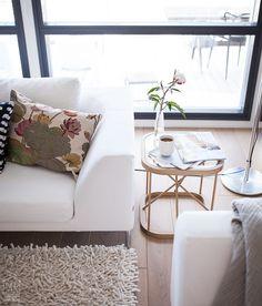 Woodnotes Twiggy oak side table and a coffee brake.  #livingroom #sidetable #smalltable #woodenfurniture #interiordesign #homedecor #interiorinspiration
