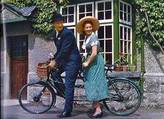 """Rides a Bike: Photo John Wayne and Maureen O'Hara in """"The Quiet Man."""""""