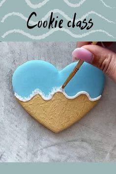 Fancy Cookies, Iced Cookies, Cupcake Cookies, Sugar Cookie Icing, Royal Icing Cookies, Christmas Sugar Cookies, Holiday Cookies, Dessert Decoration, Royal Icing Decorations