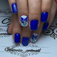 Fashionable and Elegant Looking Blue Themed Nail Art Design. Another very pretty blue nail art design is next on the list. Rhinestones addition with glitters adds life to the design.