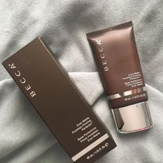Shop BECCA's Ever-Matte Poreless Priming Perfector at Sephora. This primer mattifies skin, blurs the appearance of pores, and helps keep makeup perfected. Oily Skin Remedy, Oily Skin Care, Anti Aging Skin Care, Dry Skin, Manado, Combination Skin Care, I Love Makeup, Normal Skin, Base
