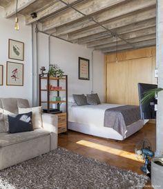 Quarto de casal integrado ao apê estilo loft.