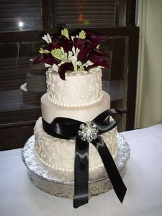 wedding cakes on pinterest edible pearls round wedding cakes and