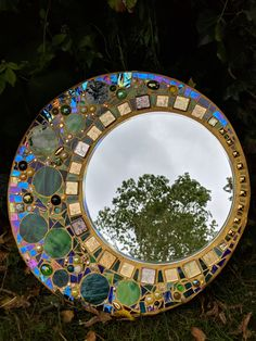 Stained glass mirror, mosaic mirror, circular stained glass mosaic, wall hanging mirror in green. Stained Glass Mirror, Stained Glass Birds, Stained Glass Suncatchers, Mirror Mosaic, Stained Glass Panels, Mosaic Wall, Mosaic Glass, Glass Art, Sea Glass
