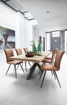 Onze stoelseries Melano & Marita bestaat uit een eetstoel en een armstoel die je een uitstekend zitcomfort bieden. De stoelen zijn bekleed met een slijtvaste microvezel stof met een zachte touch. Het stoere zwarte onderstel past helemaal bij de huidige industriële trend.
