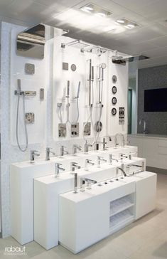 12 Modern Bathroom Showroom, Most of the Incredible and Interesting - 12 Modern Bathroom Showroom, Most of the Incredible and Interesting - Bathroom Design Luxury, Bathroom Tile Designs, Decor Inspiration, Bathroom Inspiration, Showroom Interior Design, Showroom Ideas, Visual Merchandising, Bath Showroom, Bathroom Showrooms