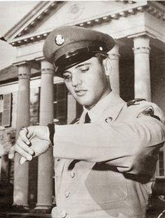 June 1, 1958:Elvis arrives back home in Memphis