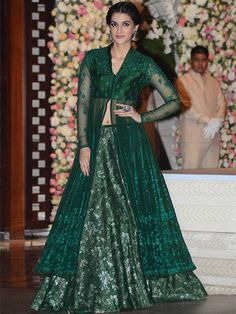 Check out Deepika Padukone, Alia Bhatt, Sonakshi Sinha, Kriti Sanon, Aishwarya Rai and Lara Dutta's ethnic looks at Mukesh and Nita Ambani's bash. Party Wear Dresses, Prom Dresses Blue, Event Dresses, Indian Fashion Designers, Indian Designer Outfits, Designer Dresses, Stylish Dresses For Girls, Simple Dresses, Pretty Dresses