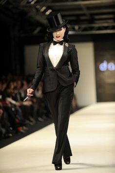 Dita von Teese at Istanbul Fashion Week, Feb 1st this this this this omg THIS