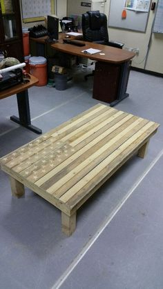 American flag pallet coffee table – The Owner-Builder Network