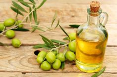Today our topic of discussion is olive oil benefits and its common uses. Olive oil benefits for human heart, skin, hair and you can also loss extra weight. Healthy Salads, Healthy Eating, Healthy Recipes, Olive Oil Uses, Olive Oil Benefits, Kidney Failure Treatment, Ayurvedic Doctor, Salad Toppings, Italian Olives