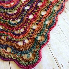 Afbeeldingsresultaat voor bufanda triangular a crochet ravelry Crochet Shawls And Wraps, Crochet Poncho, Crochet Scarves, Crochet Stitches, Knitting Scarves, Shawl Patterns, Knitting Patterns, Crochet Patterns, Yarn Projects