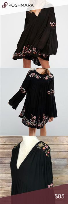 Free People te amo mini peasant dress NWOT Free People te amo mini dress with retro inspired long flared sleeves. Black fully lined dress with floral embroidery. V neckline. Free People Dresses Mini