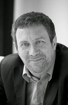 Entre montones de libros: Entrevista a Luisgé Martín