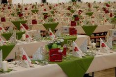 Rund 640 Laufmeter an Tischtüchern sind nötig, um das Festzelt für den Gala-Abend entsprechend zu #dekorieren. #zillertal #tux #finkenberg #hintertux #gletscher #gastronomie #sommer #wandern #wanderung #tirol #volksmusik #veranstaltung #event #tradition
