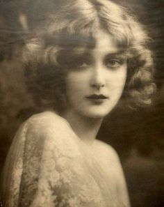 Mary Nolan, Silent film star, (December 1902 - October The most beautiful woman of her time. Died age 45 of a overdose. Vintage Pictures, Old Pictures, Vintage Images, Old Photos, 1920s Photos, Vintage Glamour, Vintage Beauty, Vintage Fashion, Timeless Beauty