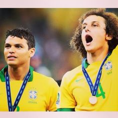 Il #Brasile passa contro la #Colombia nei quarti di finale dei #Mondiali. Non mancano le polemiche, ma la Seleçao batte i #Cafeteros grazie ai gol dei protagnoisti: #ThiagoSilva e #DavidLuiz! Ora la #Germania nella semifinale, ma senza #Neymar, out per infortunio! #Brazil beat #Colombia in the quarter finals thanks to the goals of #ThiagoSilva and #DavidLuiz. Now they will play against #Germany in the semifinal of the #WorldCup, but no Neymar, who will be out for injury!