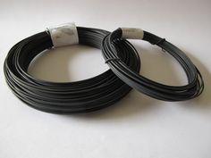 Bobine de 50 mètres de fil de fer recuit.  Diamètre du fil : 1,2 mm    Sur la photo, la bobine de 50 m est celle de gauche.    La couleur du fil peut