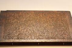 https://flic.kr/p/JCfZuf | 능화판 : WoodBlock for Book Cover Design | 조선 후기 책 표지에 은은하게 보이는 무늬를 찍기 위해 새긴 목판.  고려시대부터 한국에서 독특하게 발달한 것으로 이 무늬는 이후 여러가지 형태로 발전을 합니다.