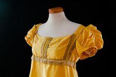 Evening gown in taffeta silk about 1815-1820. (replica) Made by Corina van der Linden  - Crien-oline   Picture taken by Karin Quint, http://www.quinttekstenfoto.nl/
