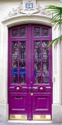 Paris, France #photo #porte #door #voyage #travel  Via https://www.flickr.com/photos/78358180@N00/15822379825/
