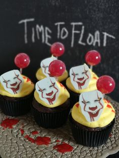 Halloweeniin hurjat muffinit Halloween, Desserts, Food, Tailgate Desserts, Deserts, Essen, Postres, Meals, Dessert